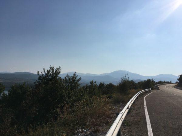 Wegen in Albanie worden steeds beter