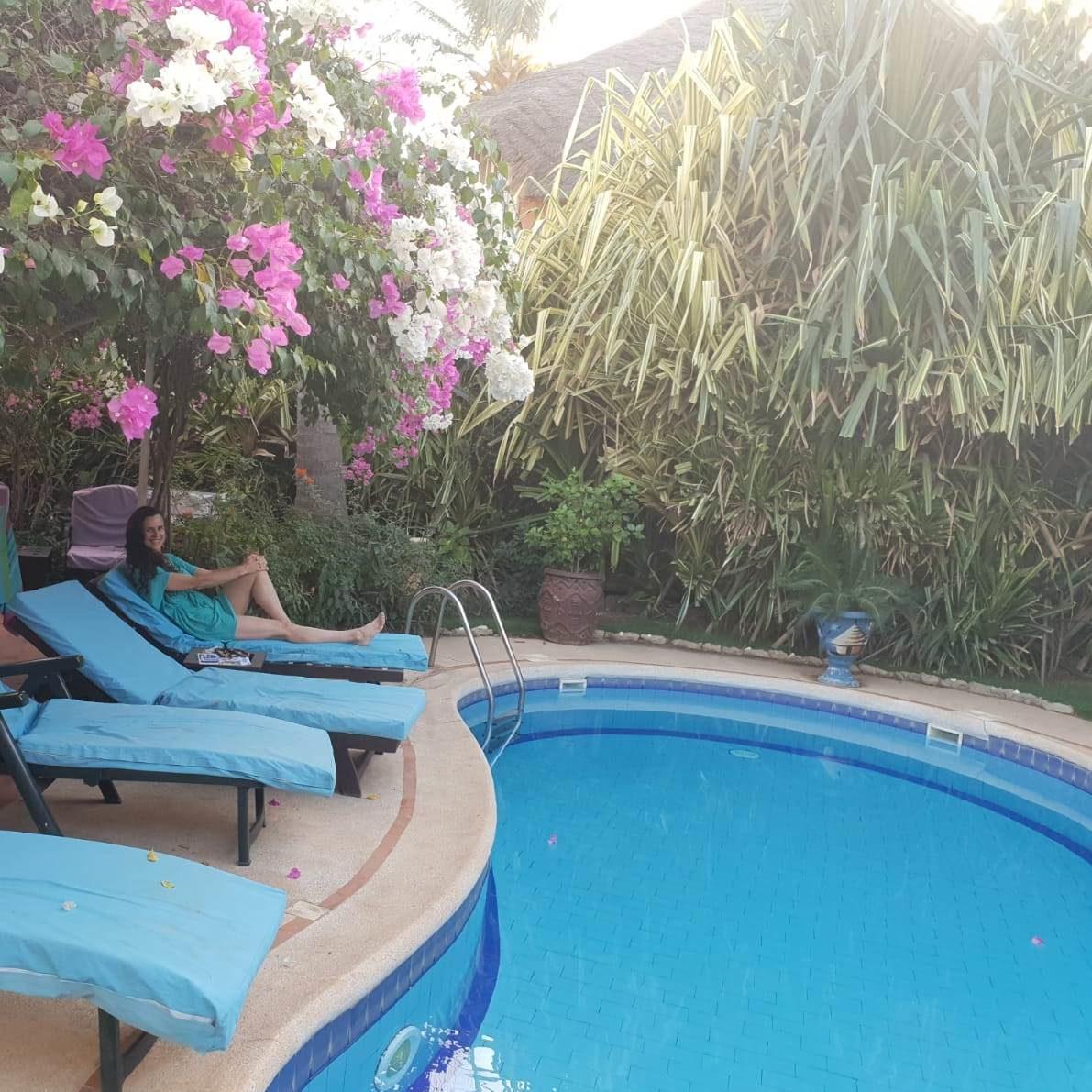 yogavakantie Senegal tuin met zwembad
